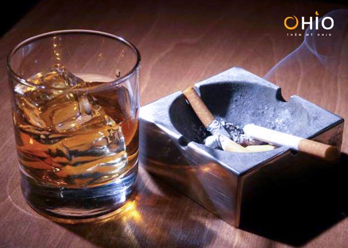 Tác hại của rượu bia, thuốc lá khiến đôi môi thâm sạm