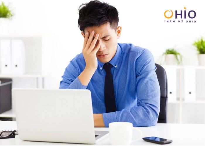 Có một số người khi căng thẳng cũng dễ bị tiết mồ hôi cơ thể.